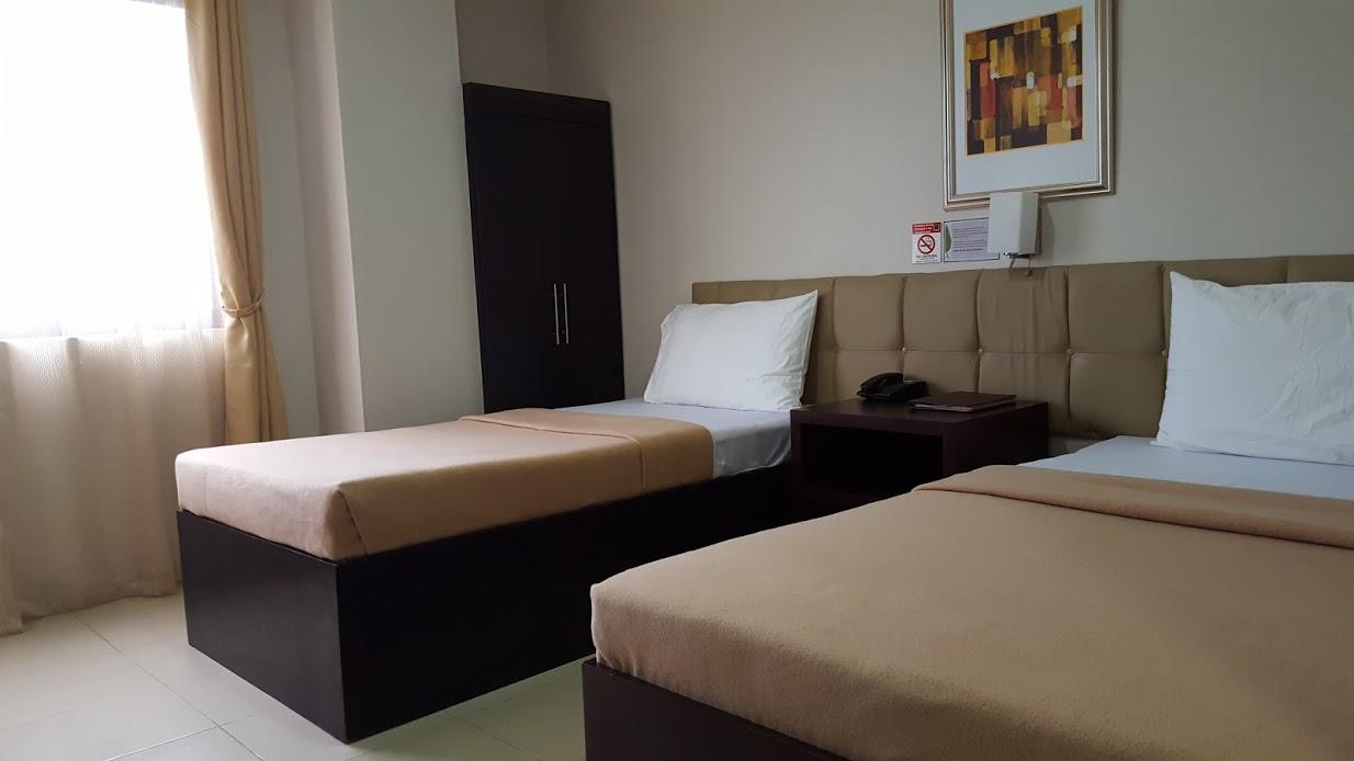 Columbus Plaza Hotel Standard Room